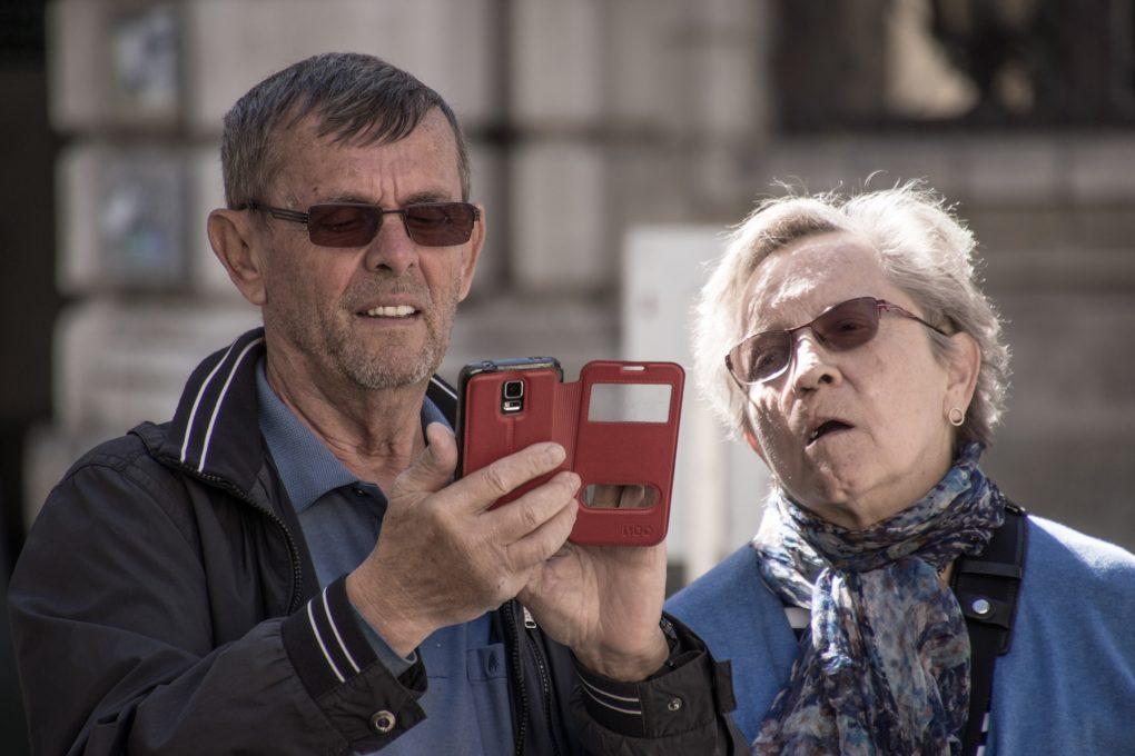 « Fracture numérique »Tant pis pour les vieux, les moins diplômés et les précaires ?par Alain Doudiès